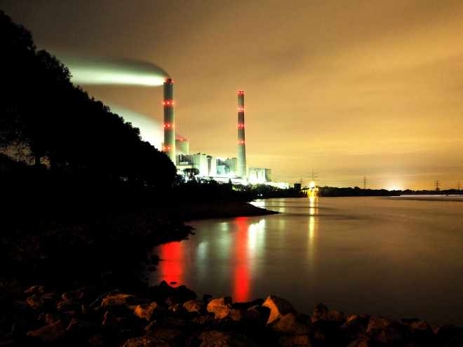 Kraftwerk Voerde am Rhein bei Nacht
