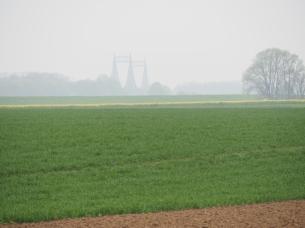 Rheinlandschaft im Hintergrund die Rheinbrücke Uerdingen