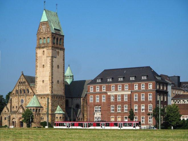 Bonifatius-Kirche und Marienhospital