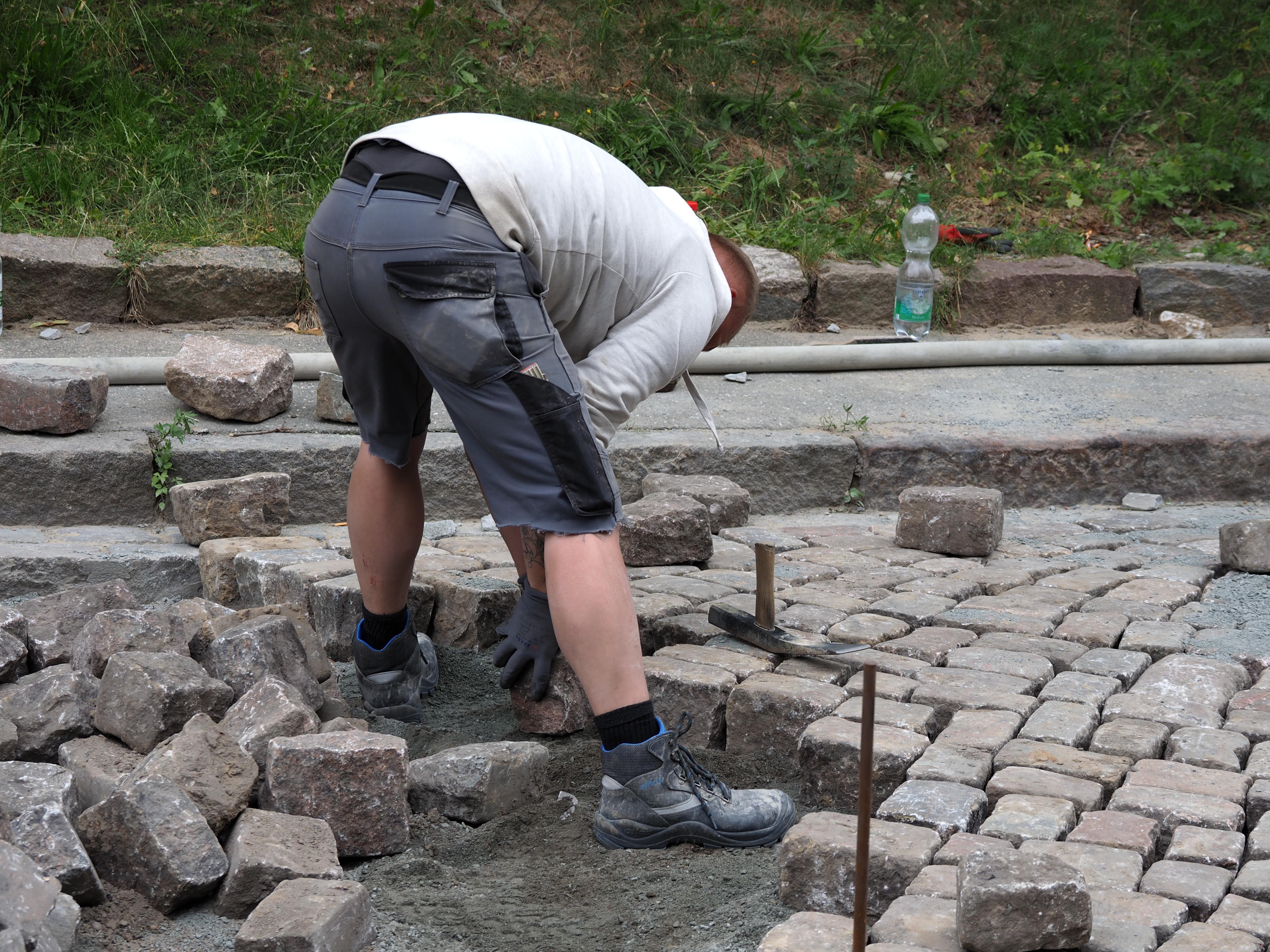 Pflasterarbeiten im Straßenbau