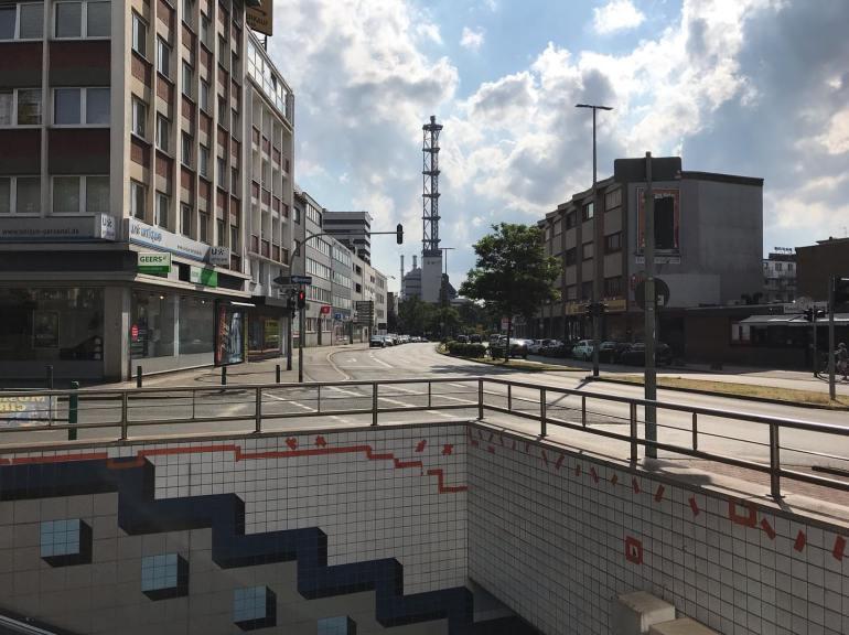 Duisburg - Steinsche Gasse mit Stadtwerke Turm
